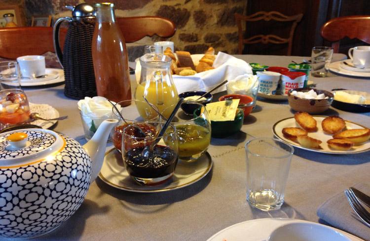 """Résultat de recherche d'images pour """"table d'hotes petit dejeuner"""""""